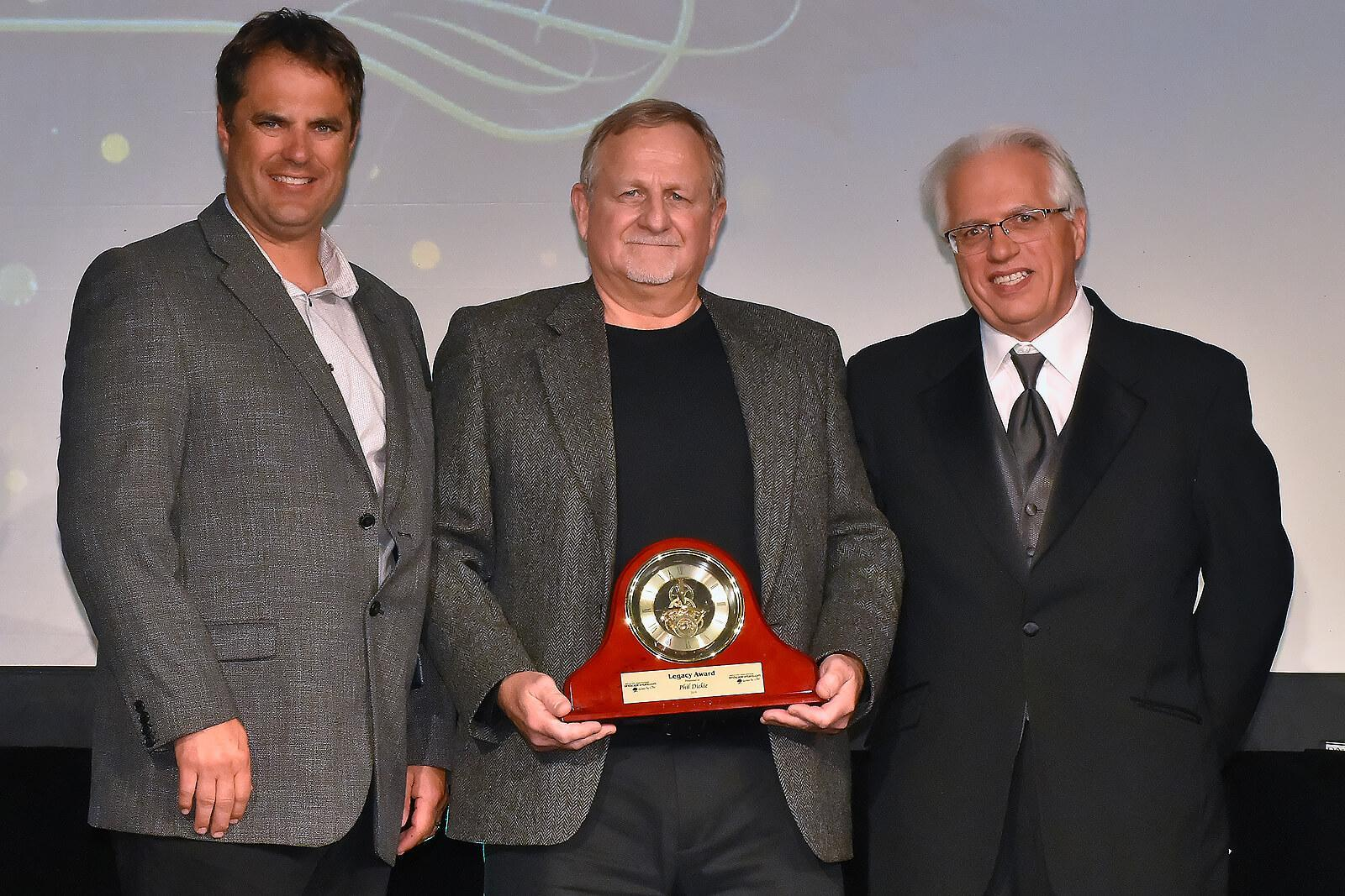 Phil Dickie (centre) accepts the LO Legacy Award from association president, Warren Patterson (left) and executive director, Tony DiGiovanni.