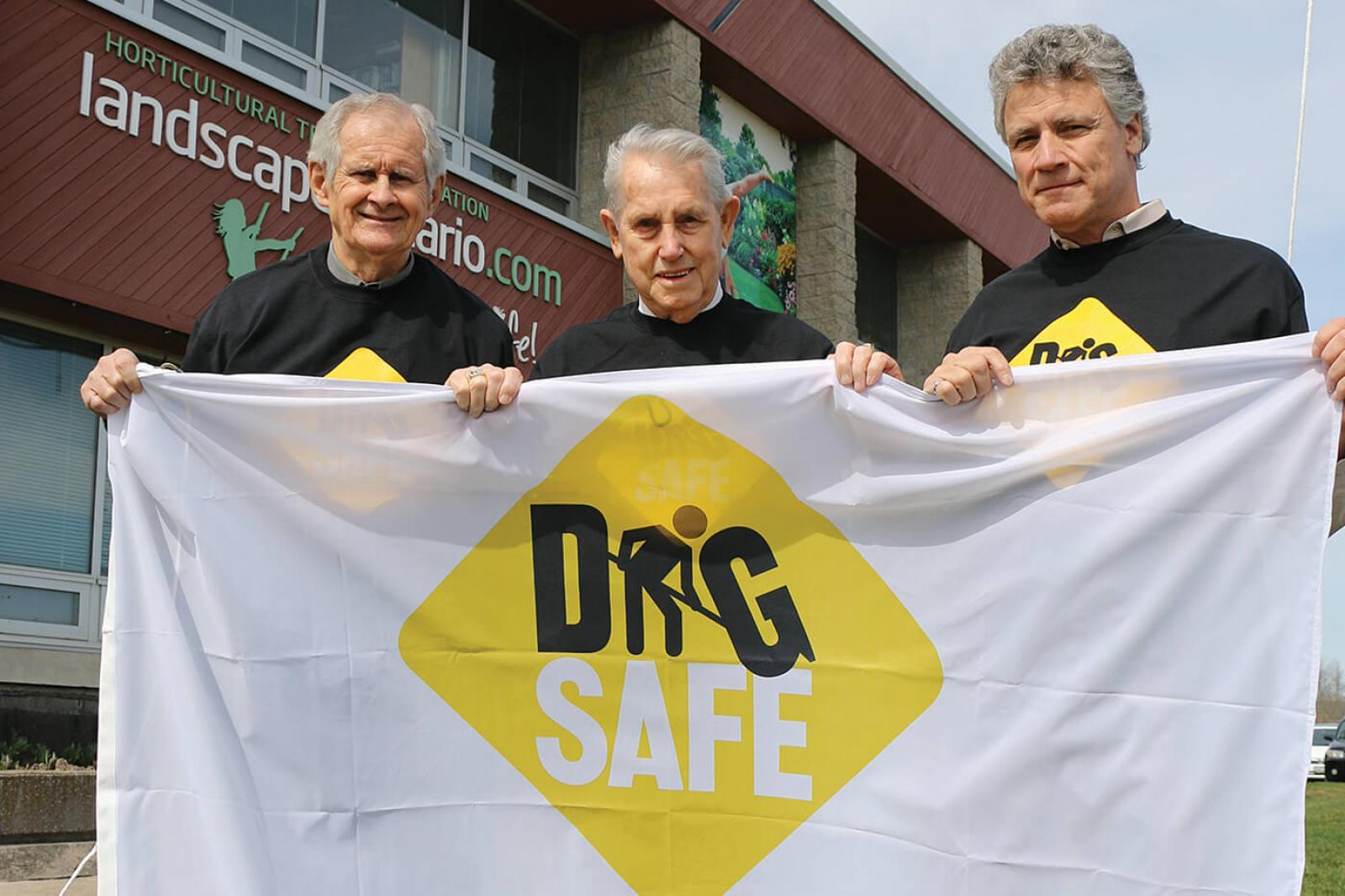 (L-R) Terry Murphy, Milton Mayor Gord Krantz and ORCGA president Doug Lapp prepare to hoist the Dig Safe flag.