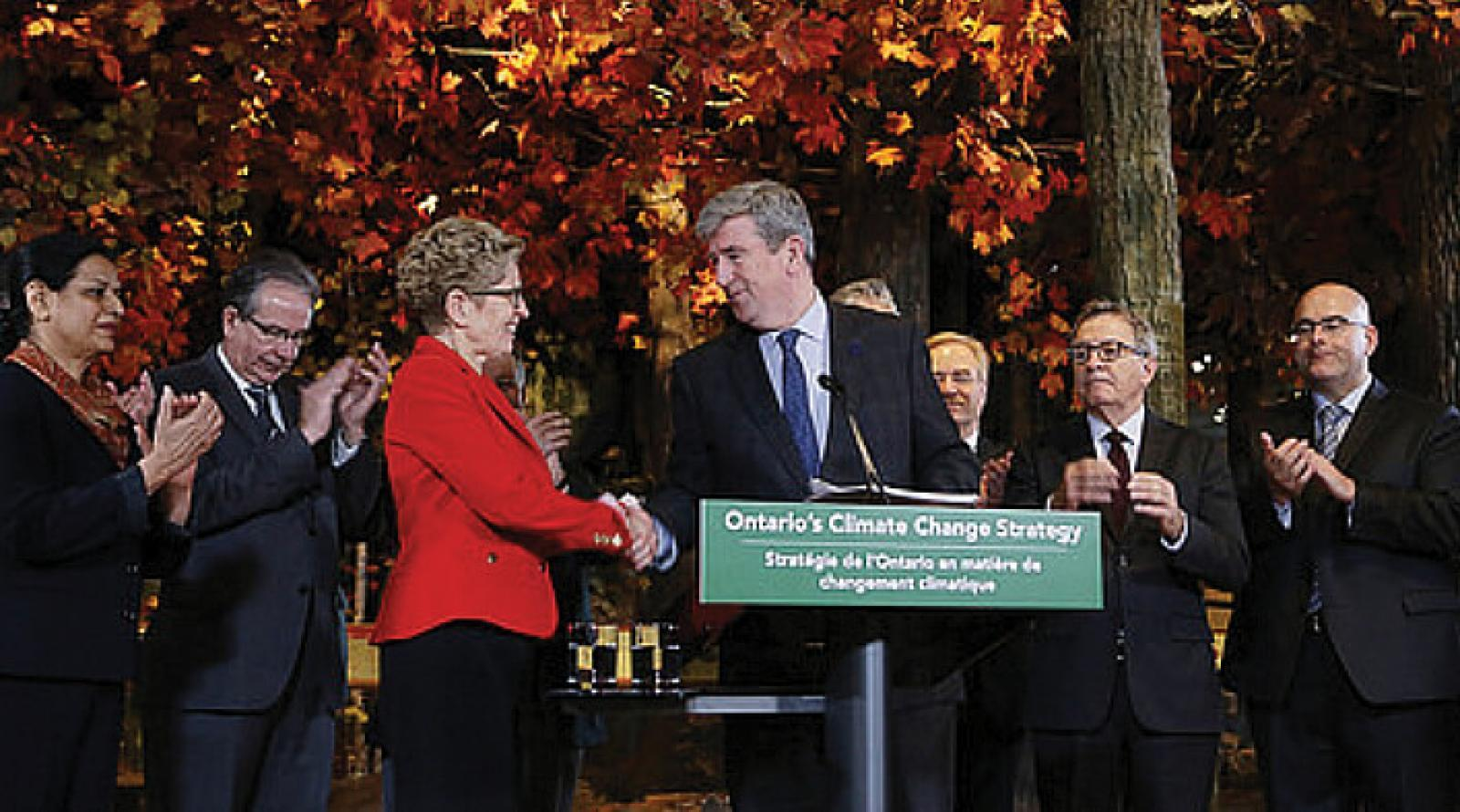 Ontario Premier Kathleen Wynne and Minister of the Environment and Climate Change Glen Murray announce the provincial Climate Change Strategy.