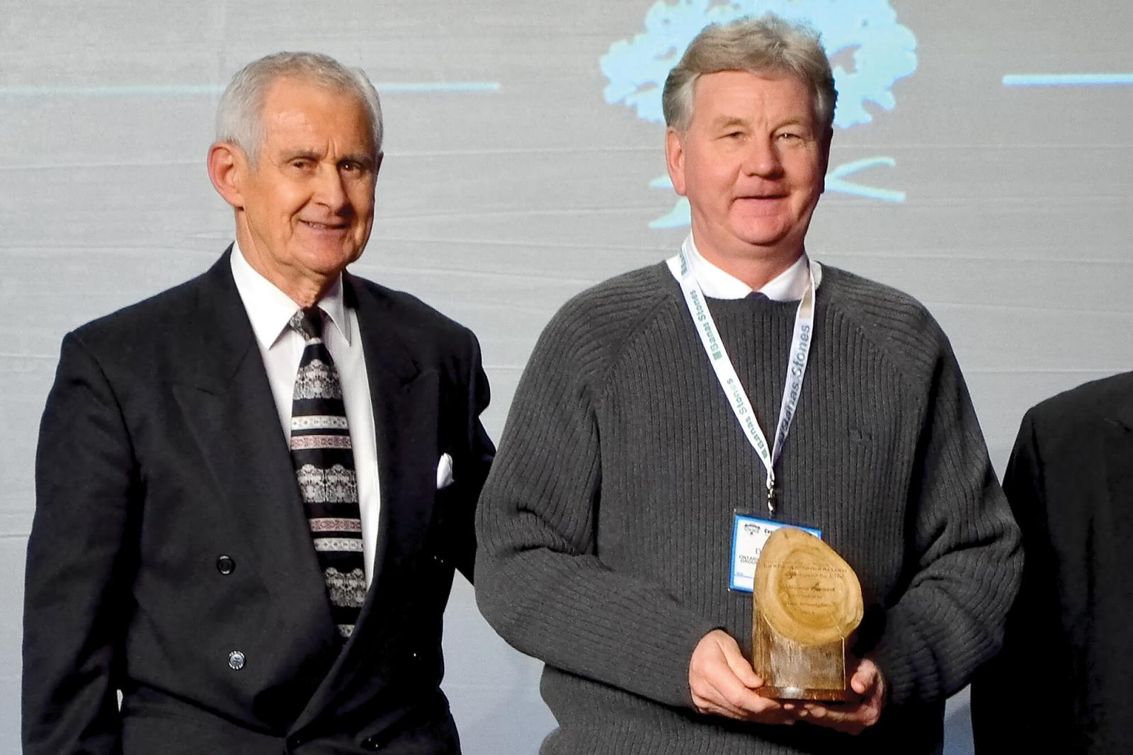 Terry Murphy presents Trillium Award to Jim Douglas at Congress 2014.