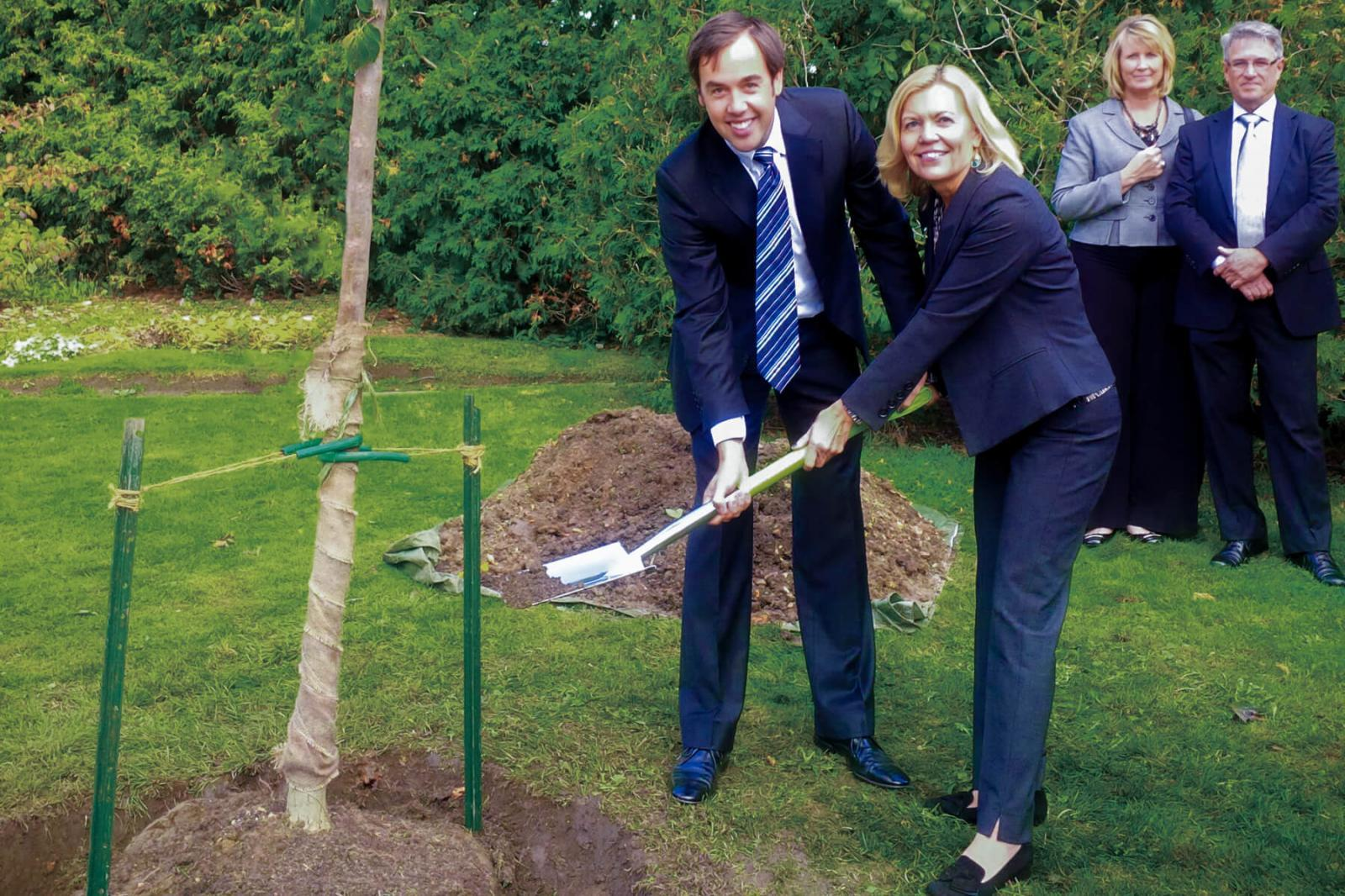 LO plants a tree in memory of Jim Flaherty