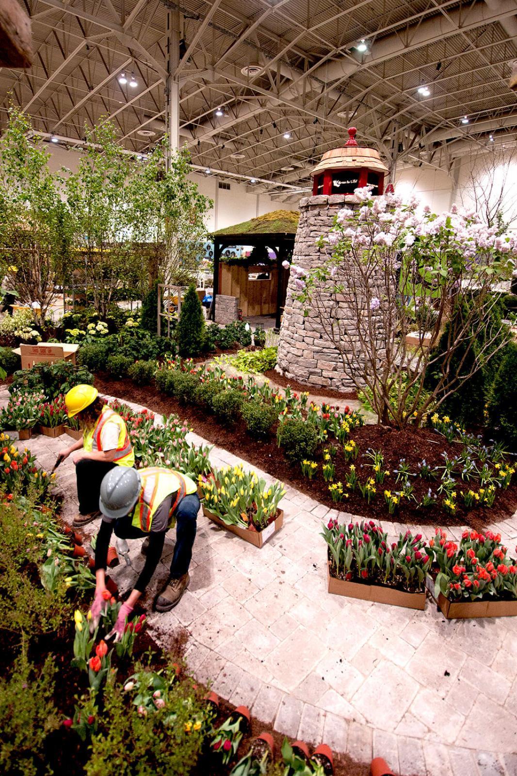LO members volunteer at Canada Blooms because it matters.