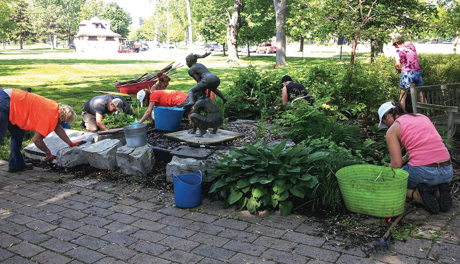 Upper Canada Chapter beautifies Kingston hospice