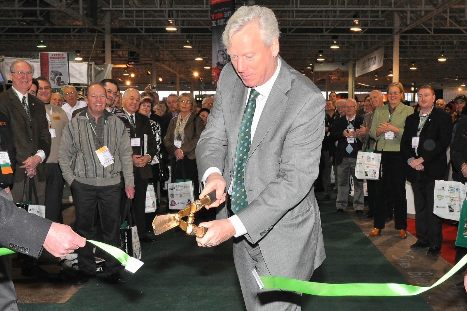 Toronto Mayor David Miller officially opens Congress.