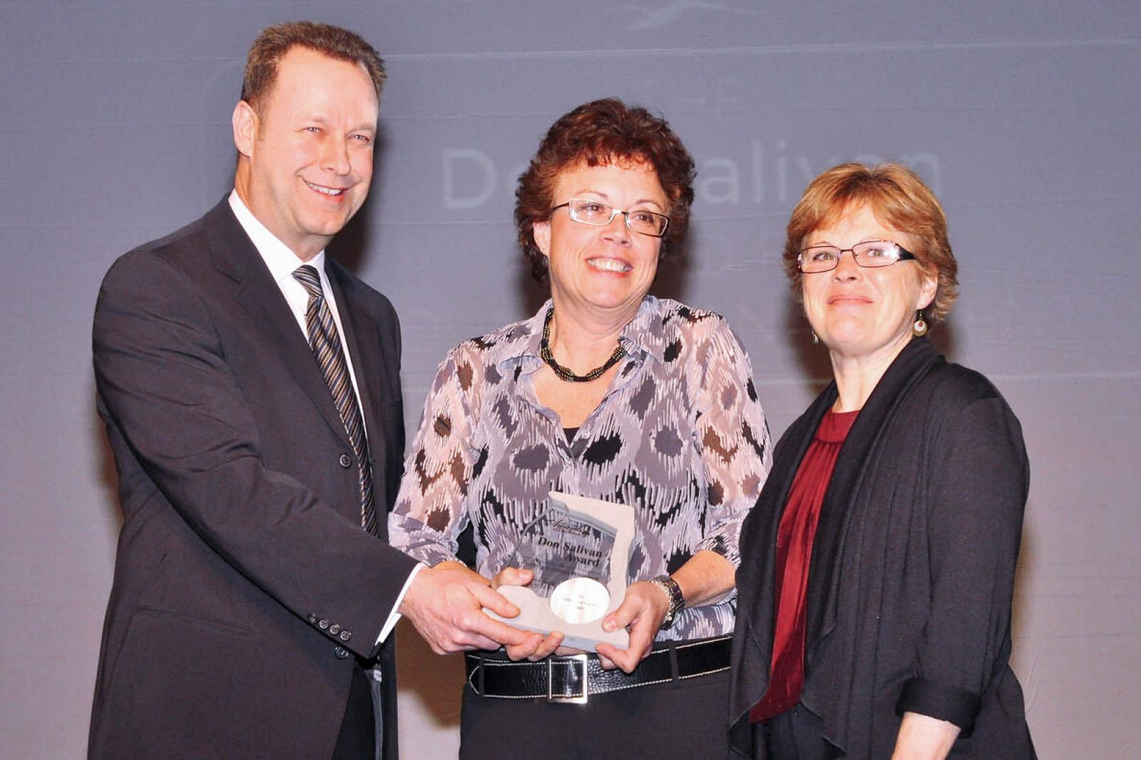 Barbara Rosensweig (centre) and Barb Welburn of The Cultivated Garden of Toronto received the inaugural Don Salivan Award for Grounds Management, presented by Gregg Salivan in memory of his father.